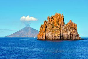 Bei den Liparischen Inseln handelt es sich um ein Archipel der Vulkane, welches im Mittelmeer nur unweit vor der italienischen Küste liegt